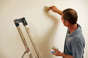 patching_wall_for_painting